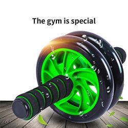 Ginnastica addominale di allenamento della rotella del rullo di ab, muscolo di esercitazione ed addestratore della macchina di forma fisica, con un rilievo di ginocchio