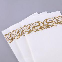 La ropa como oro en servilletas de papel toallas de mano