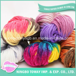 Usine textile de gros en ligne d'alimentation de la laine itinérant fils au crochet en acrylique