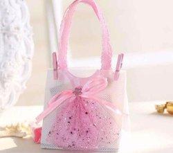 Tissus Non-Woven sac à main avec la tenue vestimentaire des bonbons de chocolat Sac Boîte cases à cocher pour partie d'anniversaire de mariage bébé douche favorise les dons
