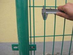 PVC 코팅으로 보호성이 뛰어난 양측 와이어 메쉬 펜스