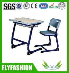 椅子が付いている木の学校の机の教室の家具学生の調査の机