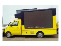 Foton P5 im Freienmobile, das Handelsfahrzeug für Verkäufe bekanntmacht