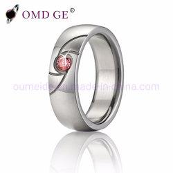 ダイヤモンドが付いているピンクの石造りの女性のタングステンの結婚指輪