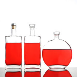 una bottiglia di vino straniero di prima scelta, un Jin della vodka 500ml di vino bianco in un vetro sigillato della bottiglia verde della prugna