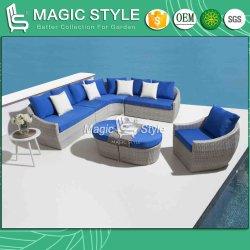テラスのクッションの単一のソファーを編む屋外の藤のArmlessソファーの庭の柳細工のソファーの一定の枝編み細工品が付いている柳細工の角のソファーセット