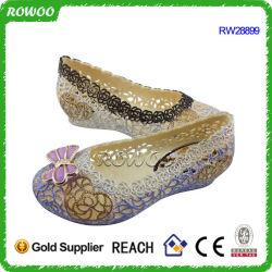 Летом новейшей конструкции ПВХ Дышащий женщин обувь (RW28899A)