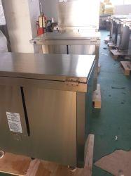 Le premier des armoires de cuisine en acier inoxydable
