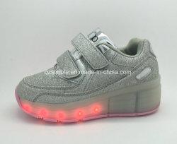 아이를 위한 빛을%s 가진 롤러 스케이트 단화가 공장 가격 운동화에 의하여 LED 구두를 신긴다