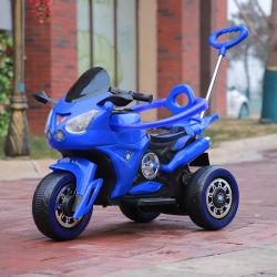 Los niños de coche de pasajeros de motocicleta con la batería del vehículo de control remoto