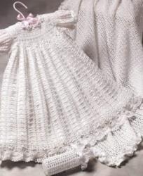 Häkelarbeit-Taufen-Kleid