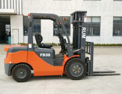 2000kg, 2500kg, 3000kg 의 3배 돛대 드는 고도 3개 M에서 6개 M에서 자동 전송을%s 가진 디젤 엔진 포크리프트