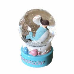 Venda por grosso Loja cintilante resina de Esfera de água Dolphin Globo de neve