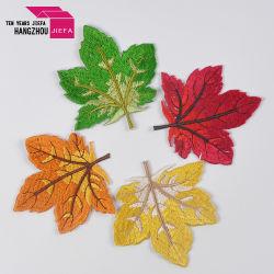 De kleurrijke Douane van Bladeren ijzer-op het Flard van het Borduurwerk van de Stijl