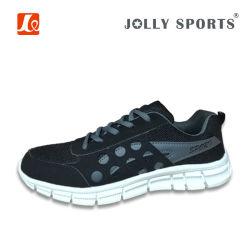 方法慰めの余暇は女性の人のための運動靴を遊ばす