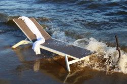 屋外浜の耐久のシートが付いている贅沢な金属フレームのラウンジの家具