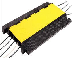 TUV проверки желтой ПВХ покрытия 5 канал резиновый напольный кабель с плавным регулированием скорости рампы