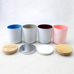 Il commercio all'ingrosso personalizza il supporto di candela di vetro della pittura blu dentellare bianca con i coperchi del metallo e di legno