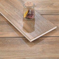 Plancher de la cuisine de la décoration de style classique en carreaux de céramique Look de feuillus