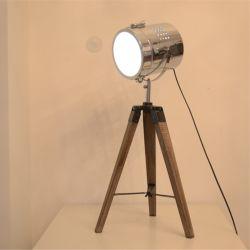 2019 Nouveaux Designs Lampe de table en bois de couleur différente de matériel moderne de l'acier Lampe de lecture