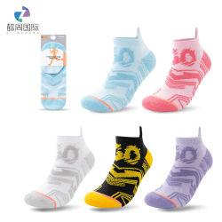 جوارب الموضة ذات الألوان متباينة من القطن ذات الألوان الجيدة التي تسمح بمرور الهواء والمتناغلات ذات الكاحل المنخفض جوارب رياضية قصيرة