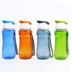 Переносной пластиковый чайник воды для использования вне помещений