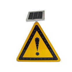 Verkeersteken van de zonne LEIDENE de Weerspiegelende Verkeersveiligheid van de Driehoek