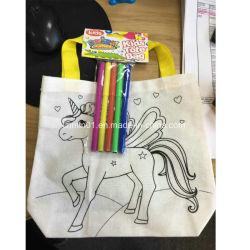 習慣は着色されたペンが付いている絵画買物袋をからかう