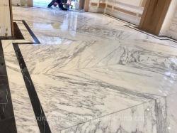 イタリア白またはStatuario大理石のBookmatchedの内壁かフロアーリングまたは浴室のタイルのオーストラリアの標準薄くまたは大きいまたはサイズかタイル