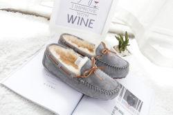 Neue Komfort-Ebene-Handarbeit-Innenhefterzufuhr-zweiseitige Stapel-Erbsen-Mokassin-Winter-Dame Shoes mit wirklichen Pelz-Müßiggängern