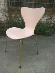 椅子7の7椅子を食事するレプリカのアルネJacobsenの合板
