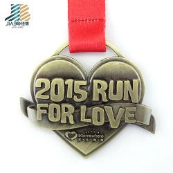 Una buena calidad en forma de corazón el amor la ejecución de la medalla de bronce antiguo acabado personalizado
