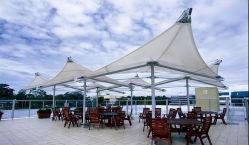 プールのための日よけの膜の構造の傘