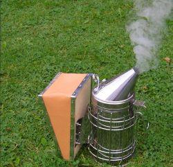 L'apicoltura fornisce il fumatore manuale dell'ape degli strumenti dell'alveare dell'ape