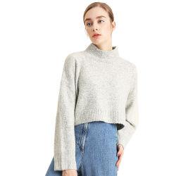 스웨터가 가짜 목 야크 모직 작물에 의하여 꼭대기에 오른다