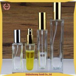 Quadratischer Form-Spray freie Flasche-Duftstoff Spray-Glasflasche mit Goldelektrischer Aluminiumpumpe