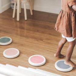 La escuela bebé guarderías muebles niños juguetes de madera saltar el equilibrio y la reproducción de trampolín de madera