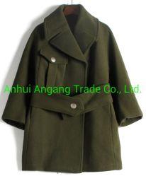 Manteau de laine de la femme avec un chiffon en laine Manteau desserrés