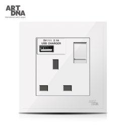 13Um duplo pólo BS tomada comutada com 2.1A carga USB tomada de parede