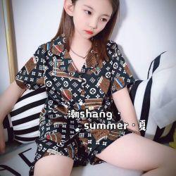 Les enfants d'usure. Les vêtements pour enfants. LVL La dernière de l'été, l'impression de marque Pajama en deux pièces de conception, de la fibre de polyester, de haute qualité à l'aise Pajama Set.