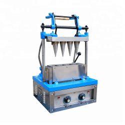 De sem-automatische Kegel die van het Roomijs Machine maakt