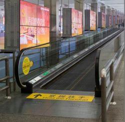 ショッピングモールのための乗客のコンベヤーのエスカレーターが付いている移動歩道か空港またはスーパーマーケット