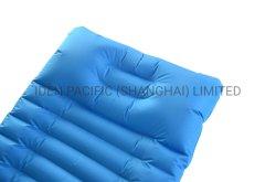枕(綿無し)が付いているUltralight空気スリープの状態であるマット