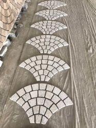 까만 회색 화강암 자갈 돌 벽돌 팬 또는 모양 옥외 또는 도로 포석 또는 도와