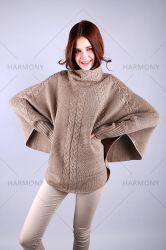 Batwing 소매를 가진 캐시미어 천 케이블 스웨터와 폭은 단을 낮춘다