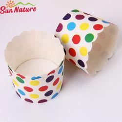 일요일 성격 다채로운 점 패턴 머핀 케이크 종이컵