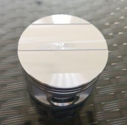Bitzer che si scambia il grande pistone a quattro cilindri 70 del compressore semiermetico