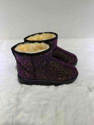 L'inverno femminile della pelliccia delle ragazze della peluche calda di cappello calza il caricamento del sistema della neve per le donne