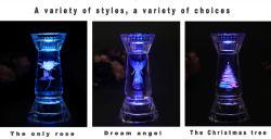 Het Glas van het kristal binnen de Snijdende Houders van de Kaars