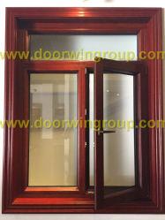 Le bois d'inclinaison vers l'intérieur de l'ouverture de l'aluminium et tourner la fenêtre à battant